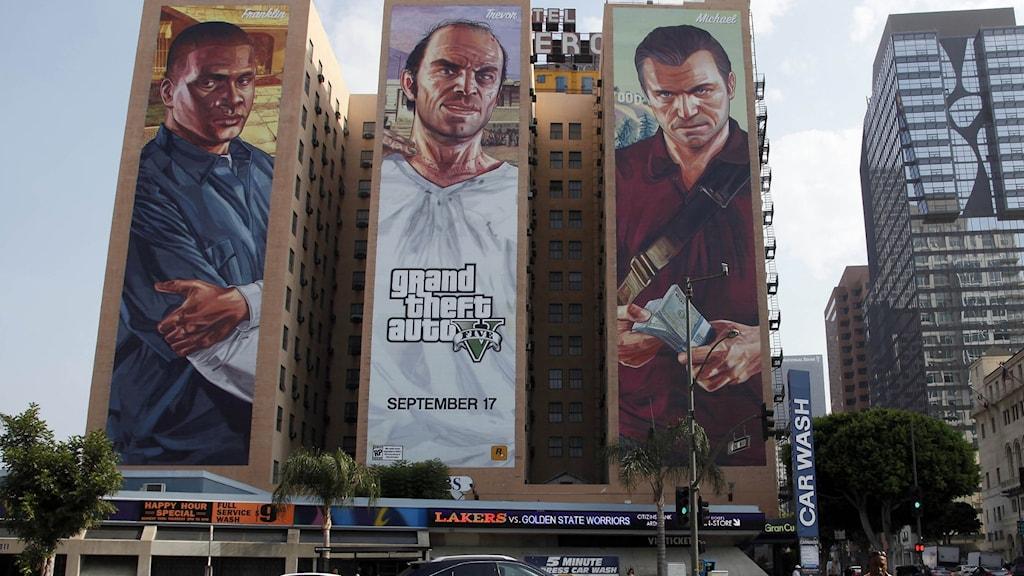 En affisch på Grand Theft auto på en husfasad.