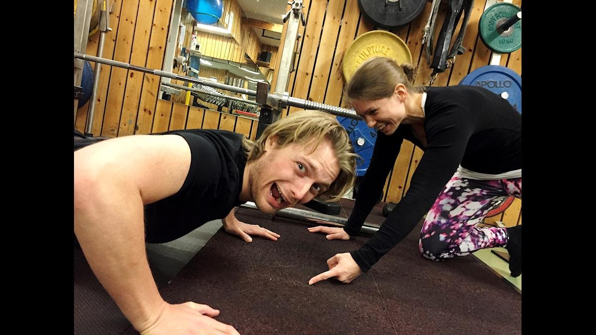 Hårda bud när MaddeLisk coachar Victor på gymmet i veckans poddavsnitt. Foto: Angelica Norgren