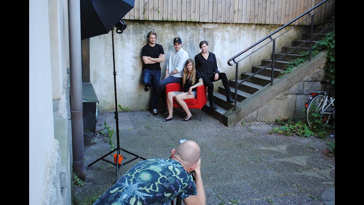 Nya pressbilder in the making av programledare Angelica Norgren och panelen bestående av Victor Leijonhufvud, Tobias Norström och Susanne Möller