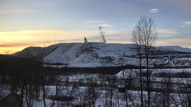 Solnedgång över Kiunavaara gruvan.