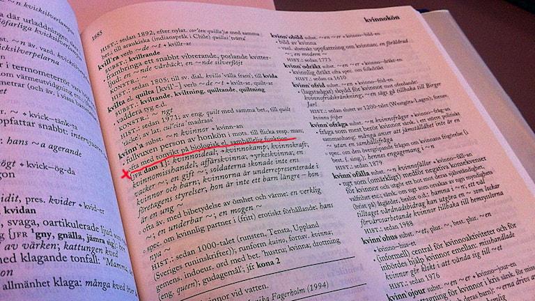 Bild från Svenska akademiens ordbok uppslaget på ordet kvinna