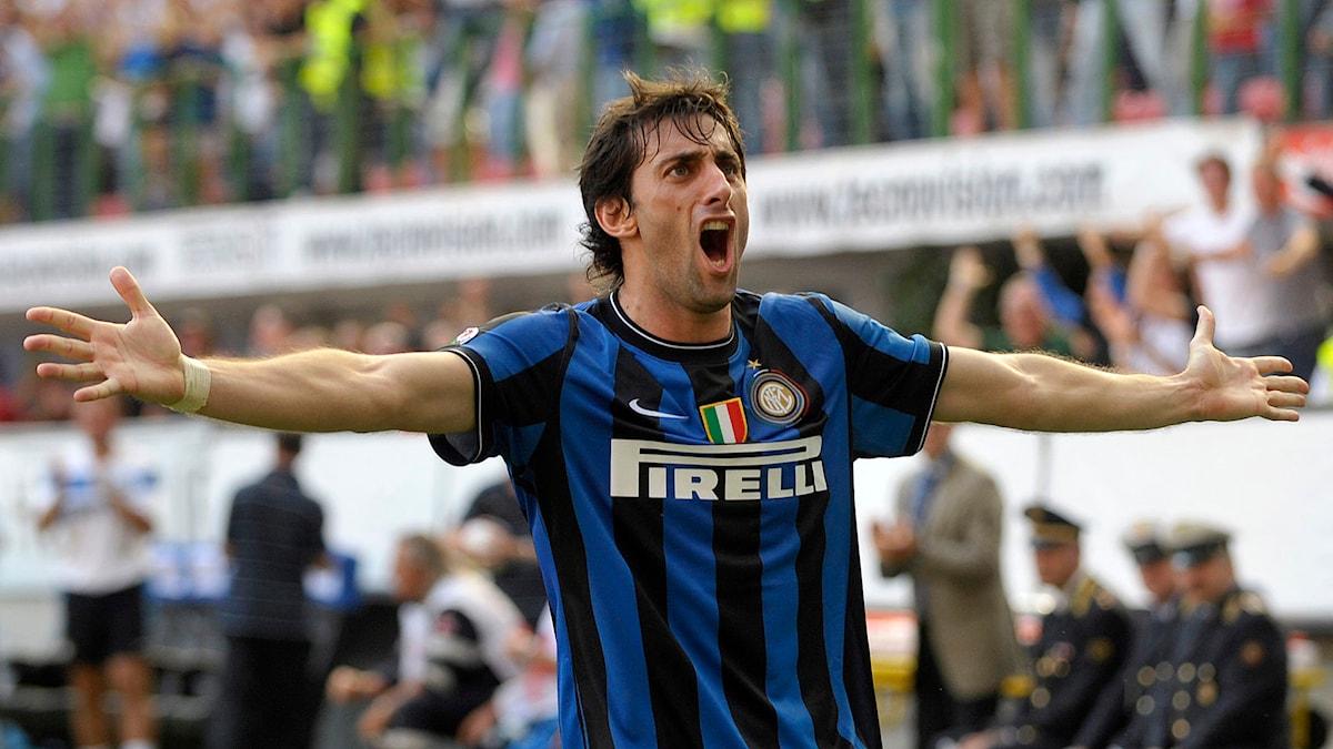 Inter Milans Diego Milito är episkt glad.
