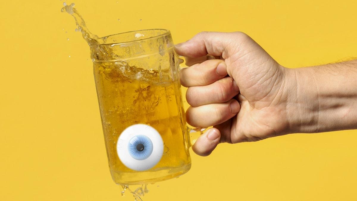 Bilden visar ett ölglas med ett öga i