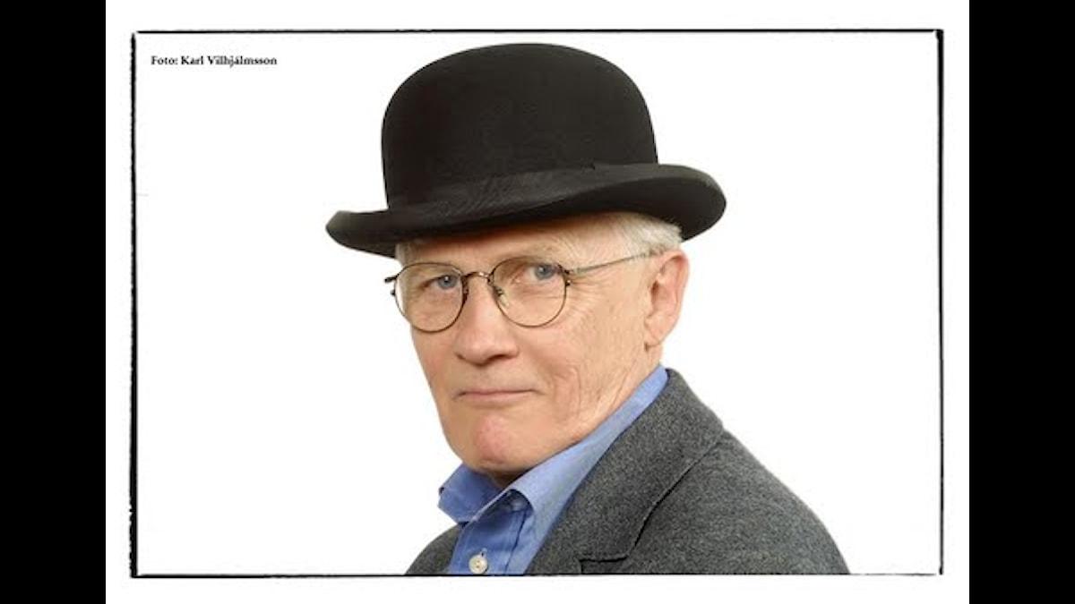 Bengt Ahlfors, flitig revymakare, vissnickrare och regissör - Foto Karl Vilhjalmsson (med tillstånd av fotografen och Ahlfors)