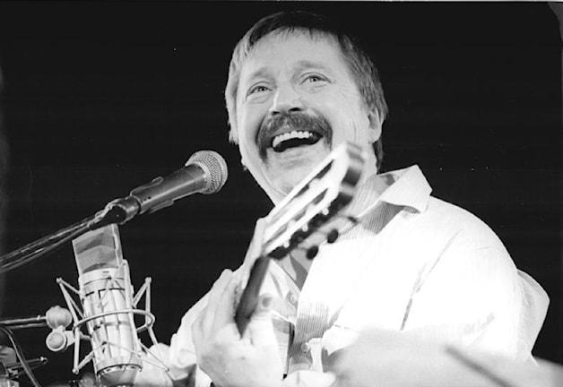 Wolf Biermann, konsert i Leipzig 1989 - Bild från Deutsches Bundesarchiv, Wikimedia CC
