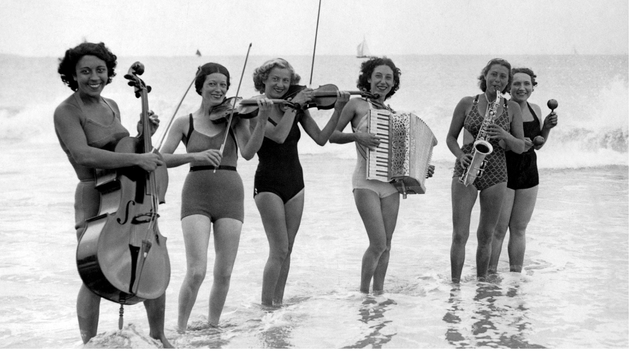 Damorkester vid La Baule-stranden, Frankrike 1938 - Foto SVTBild.jpg