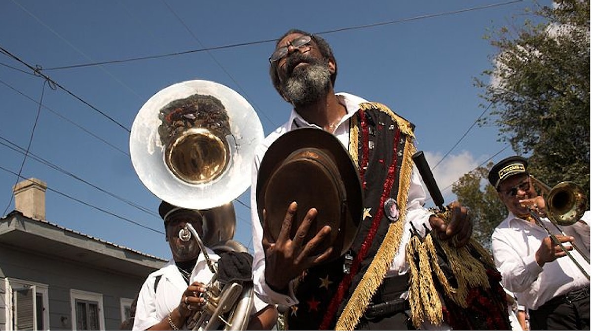 Begravning i New Orleans med brassband, Grand Marshall Michael P Smith's Funeral i New Orleans - Foto Derek Bridges