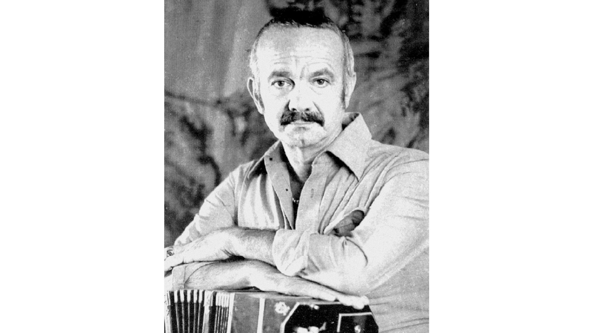 Astor Piazzolla med sin AA-bandoneón. Copyright Pupeto Mastropasqua 1971