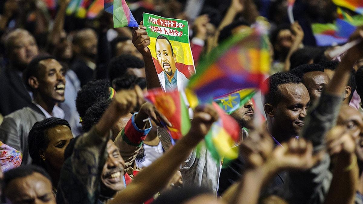 Etiopier vinkar till Eritreas president i Addis Abeba den 15 juli 2018. Foto: Mulugeta Ayene/TT.
