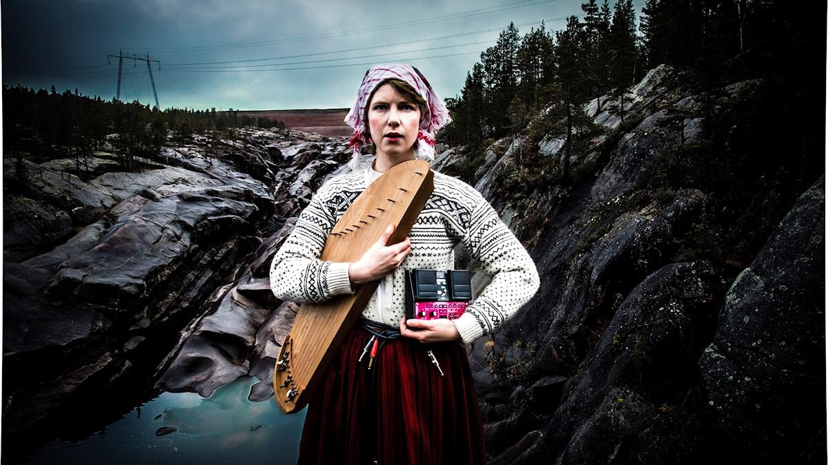 Folksångerskan och -musiker Mirja Palo.