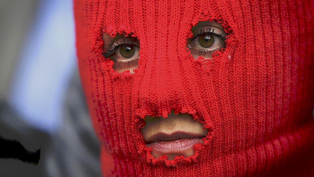Maskerad Pussy Riot-medlem i Sotji 2014. Foto: Morry Gash/AP/TT.