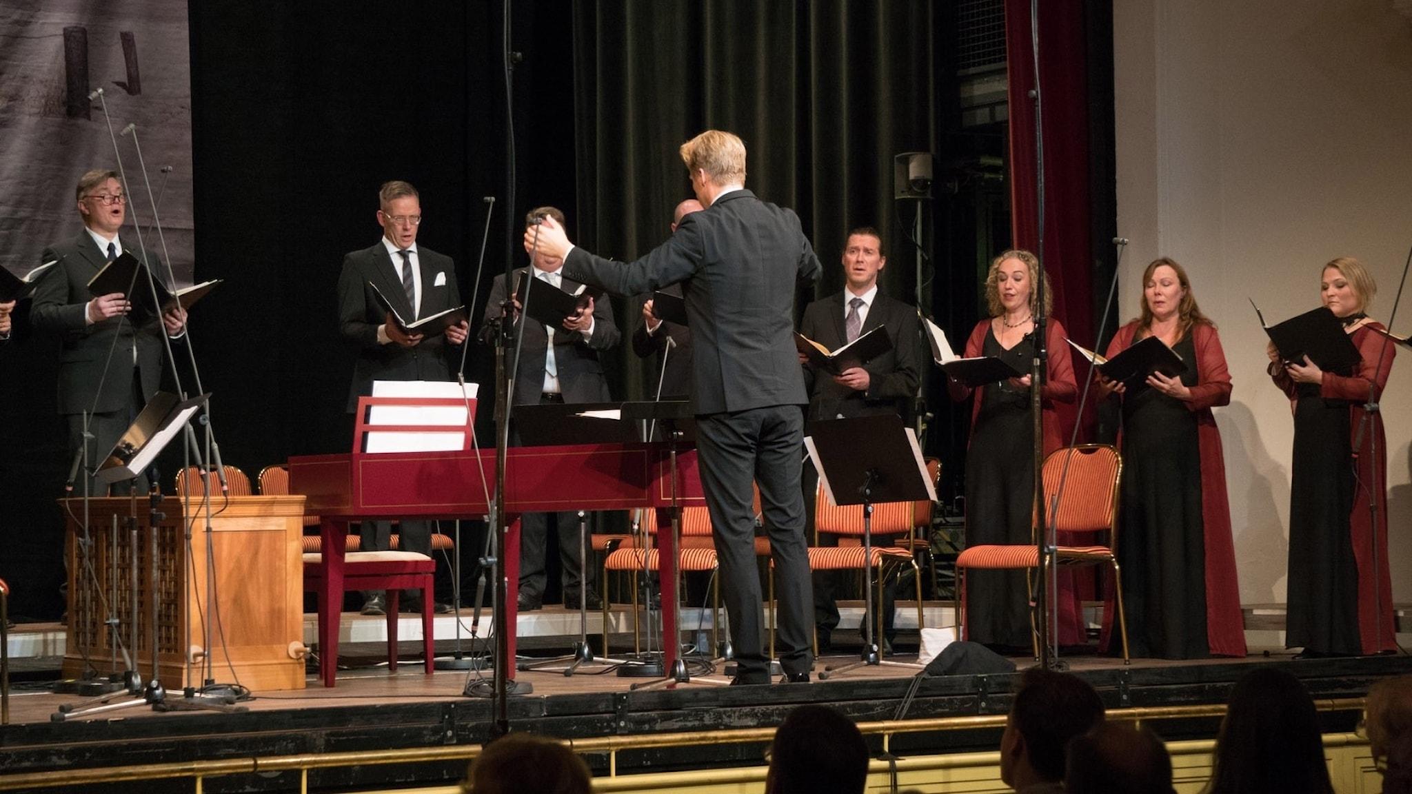 Eric Ericsons kammarkör med dirigenten Olof Boman i Usedom Music Festival.