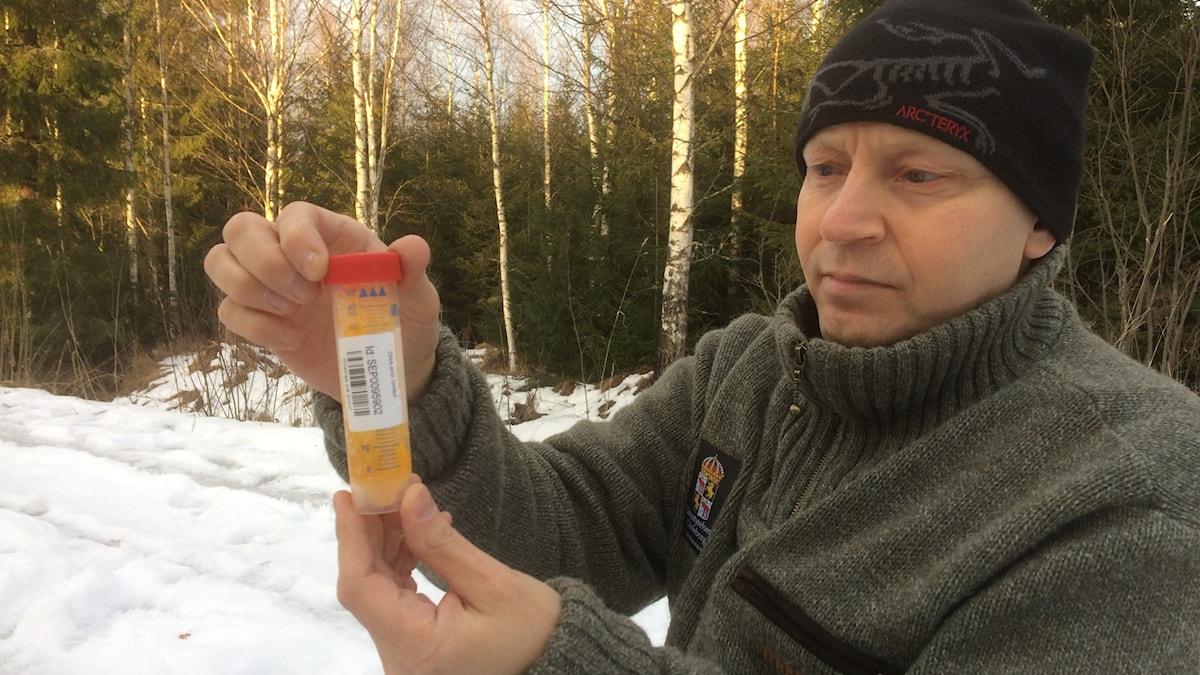 Göran Vesslén med provrör