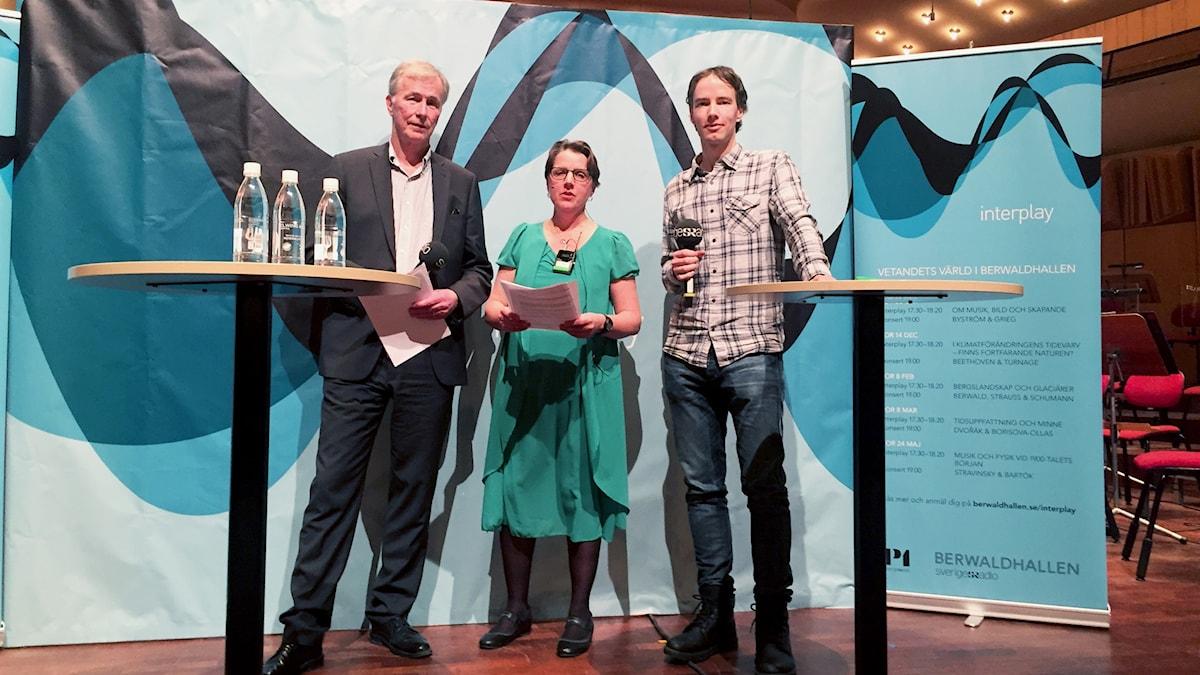 Per Holmlund, professor vid Stockholms universitet, Camilla Widebeck, producent Vetandets värld och Daniel Svensson, vetenskapshistoriker från Chalmers i Göteborg.