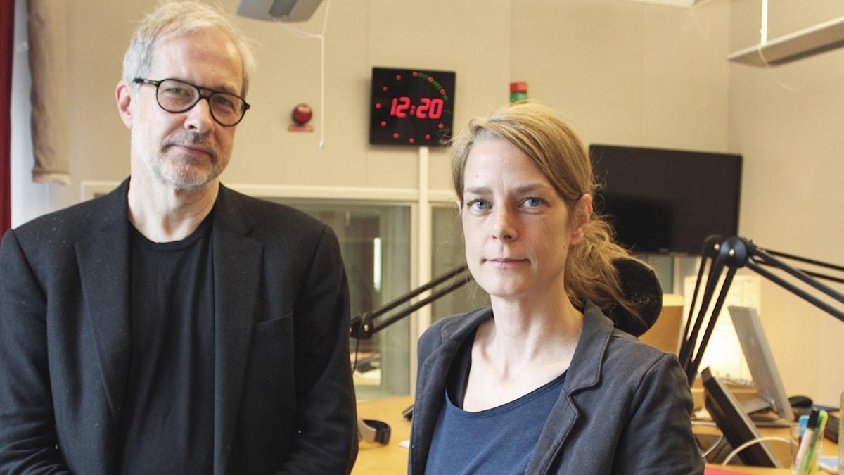 Lars Werdelin bredvid Helena Malmström i studion