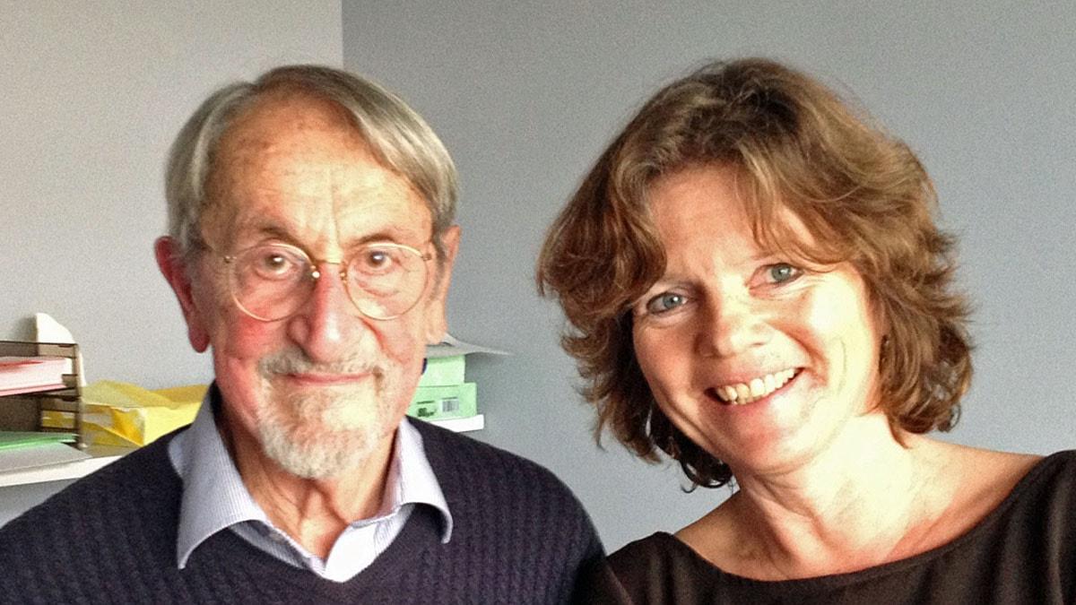 Nobelpristagaren Martin Karplus och Vetenskapsradions Lena Nordlund. Foto: SR