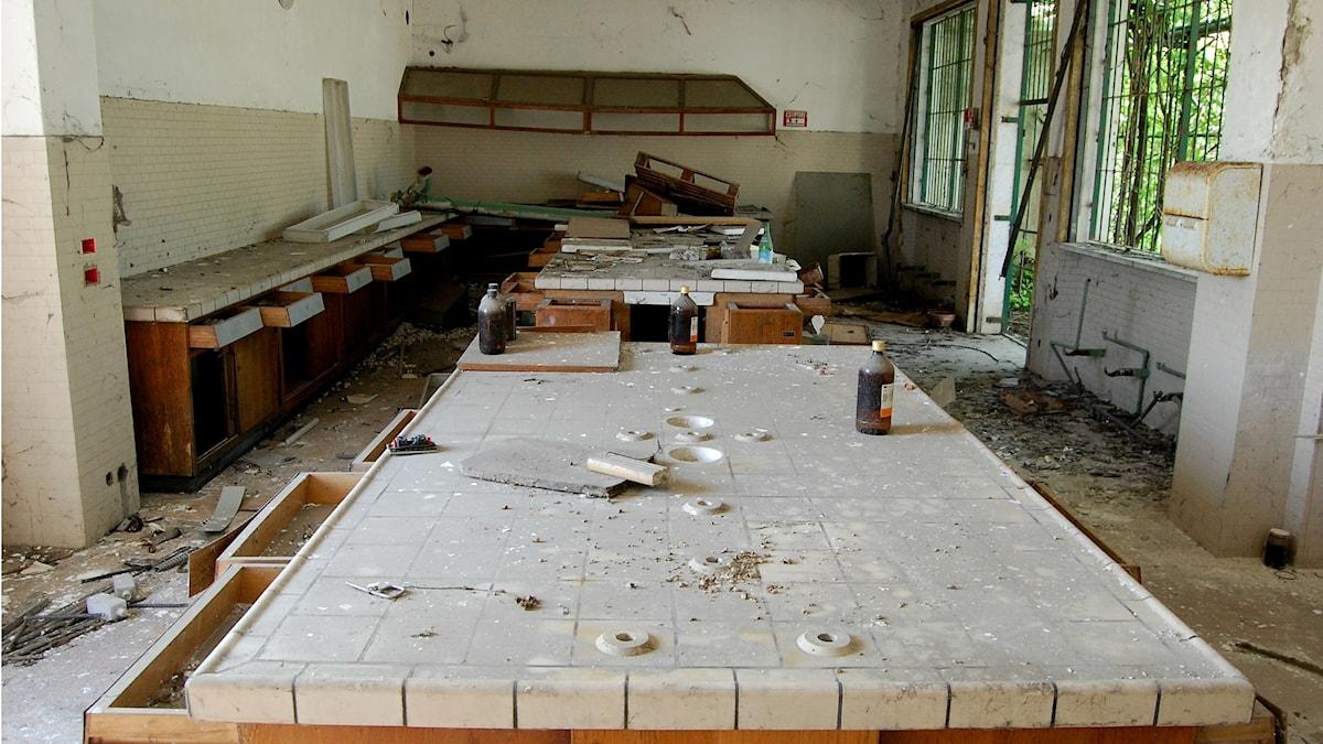 Laboratorium där Andrea Rossi visade upp sin påstådda teknik för att omvandla sopor till olja. I själva verket lagrade han stora mängder giftigt avfall som läckte ut i naturen. Foto: Magnus Hansson/Sveriges Radio