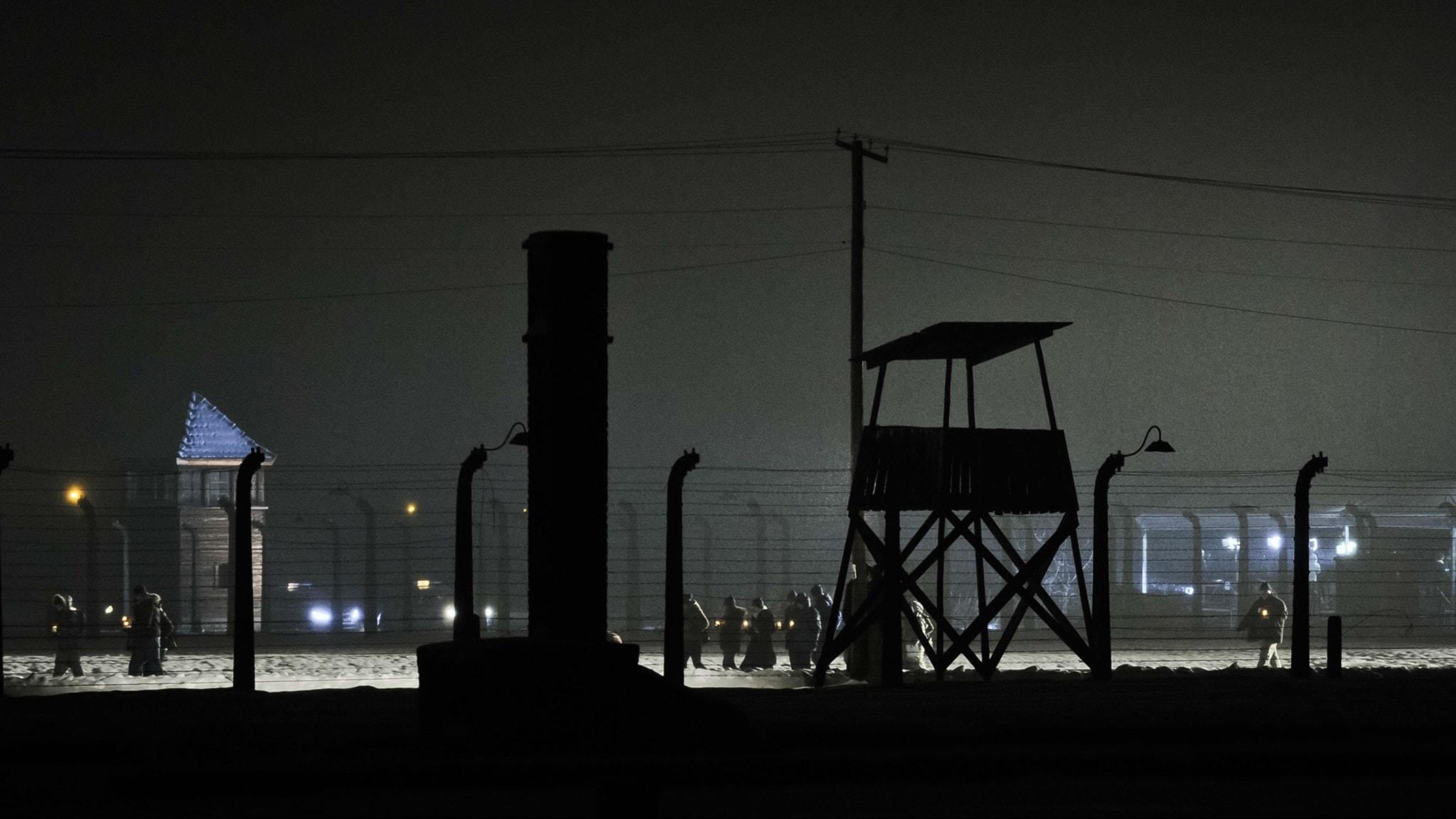 Stängsel och vakttorn runt Auschwitz