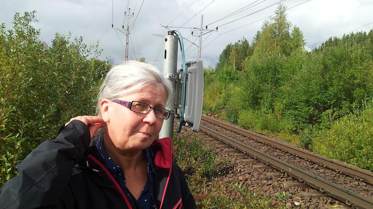 Ulla Juntti vid ett spår