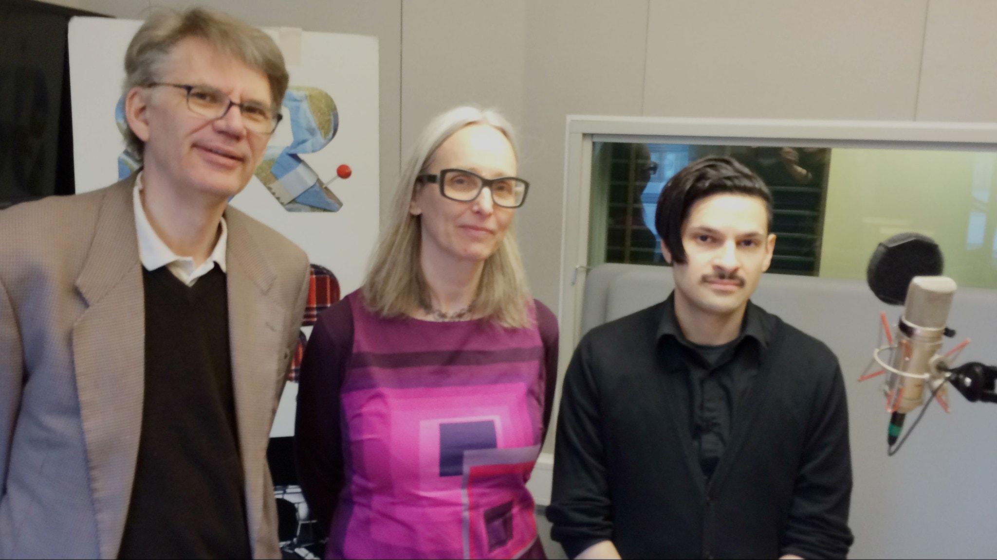 Lars Ährlund Richter, Annika Östman och Karim Jebari i studion. Foto: SR