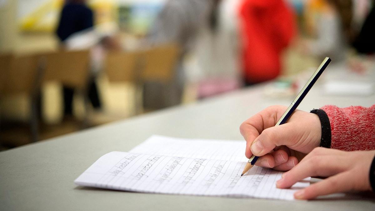 elev skriver