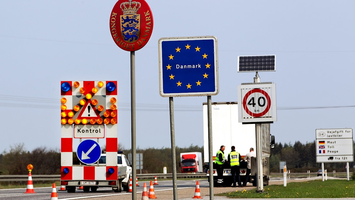 Skyltar vid gränskontroll i Danmark