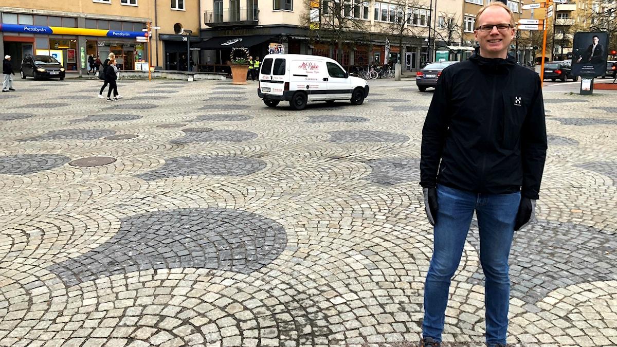 Johan Olstam, trafikforskare på VTI på Skvallertorget i Norrköping.