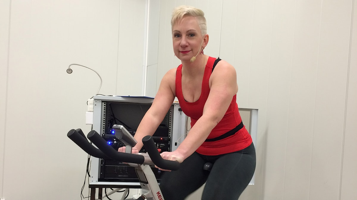 tränar på cykel