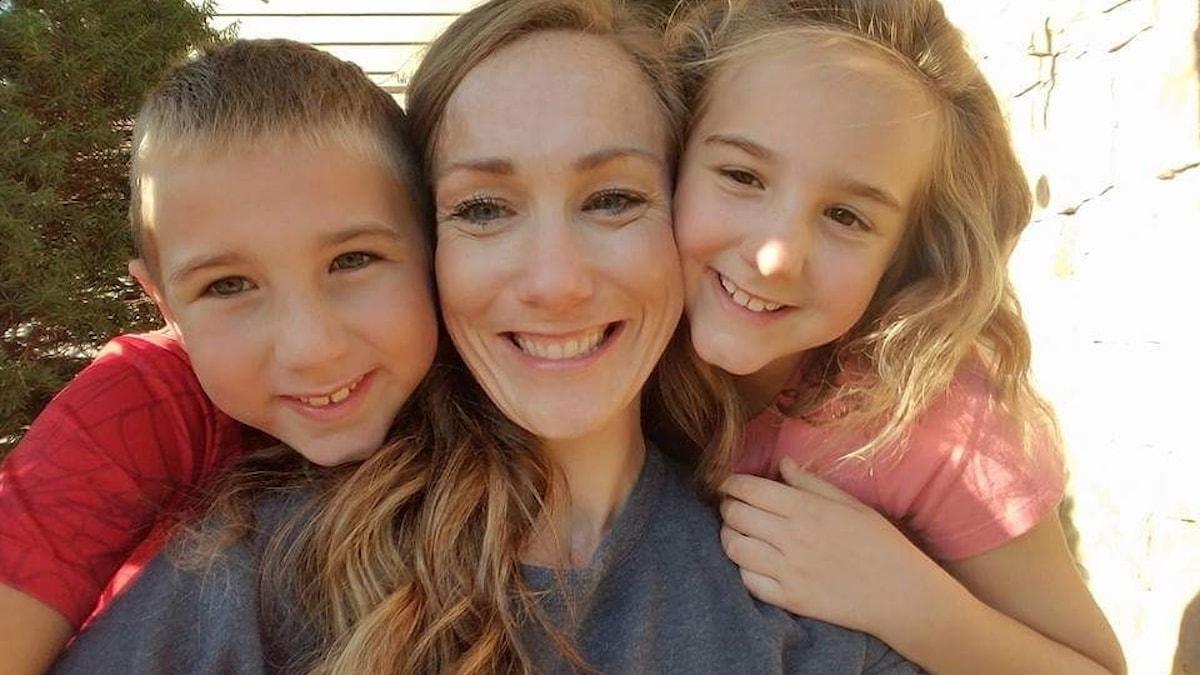 Sharon Belvin med sina barn James och Lilly-Beth