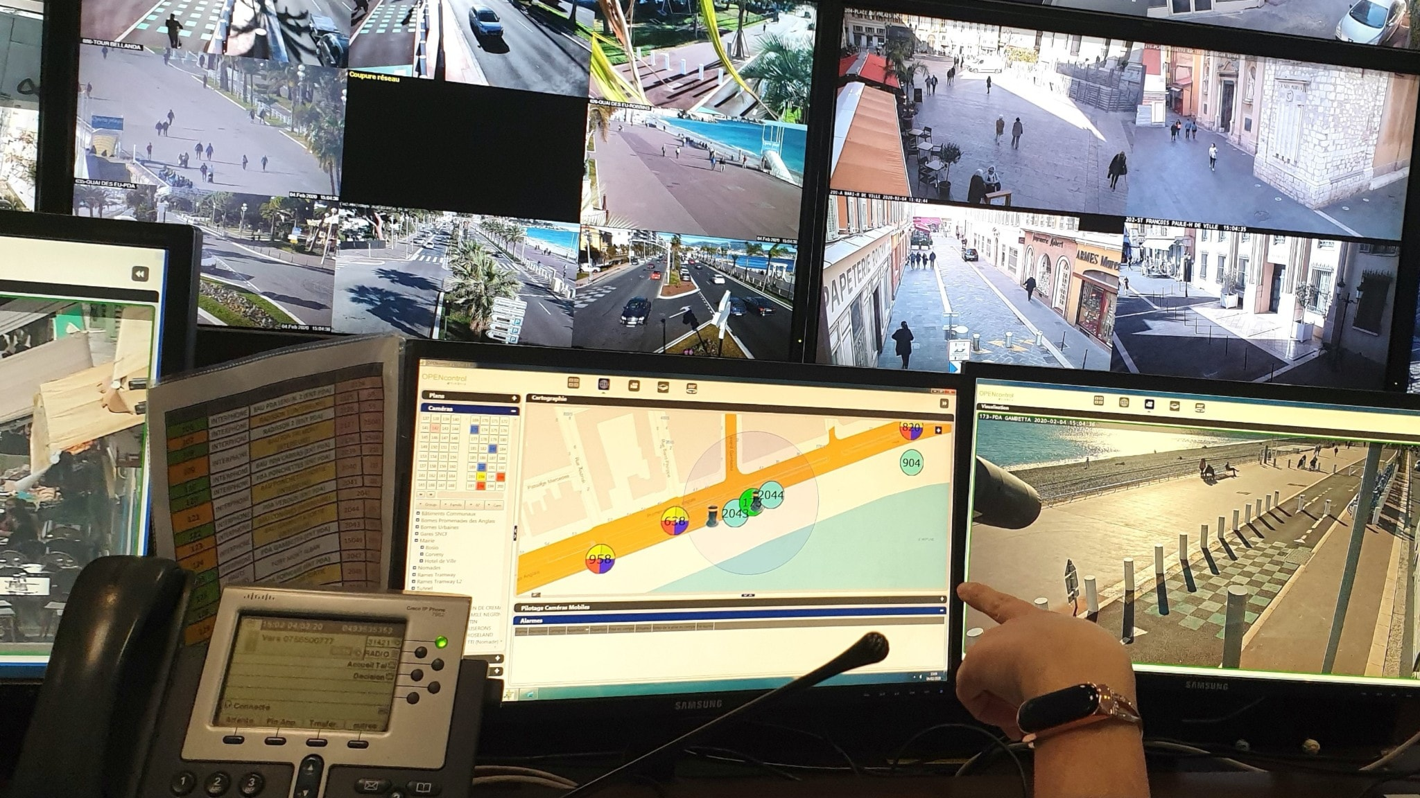Skärmar från övervakningskameror
