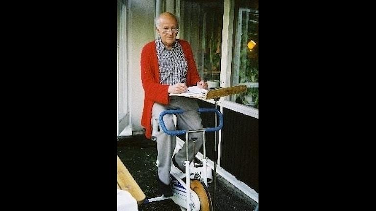 Georg Klein på sin träningscykel.