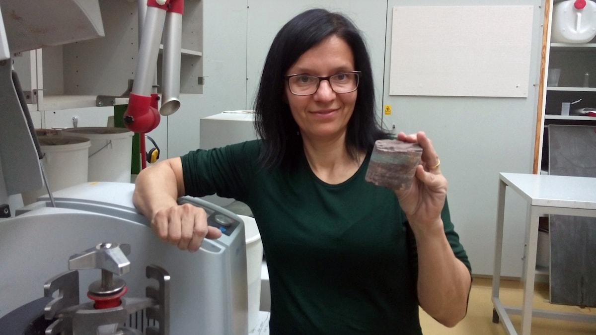 Emma Hammarlund i labbmiljö