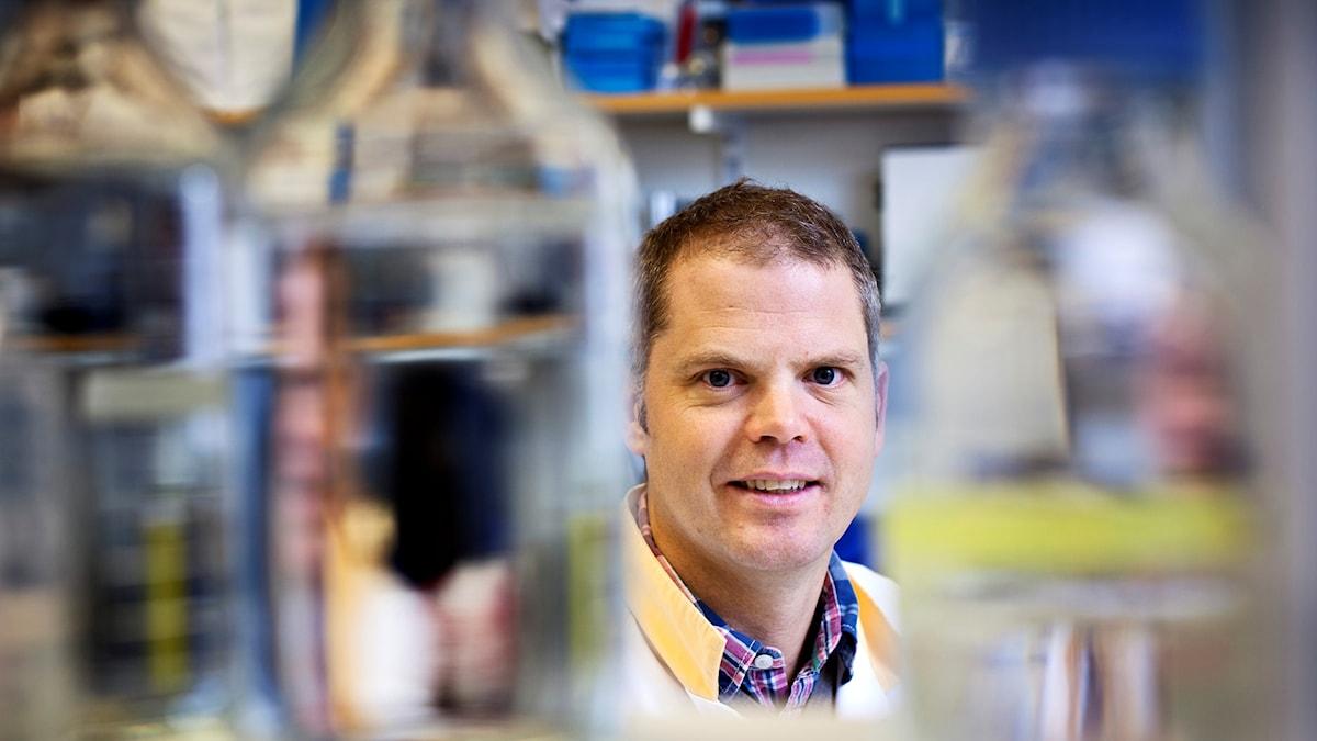 Fredrik Bäckhed i labbmiljö