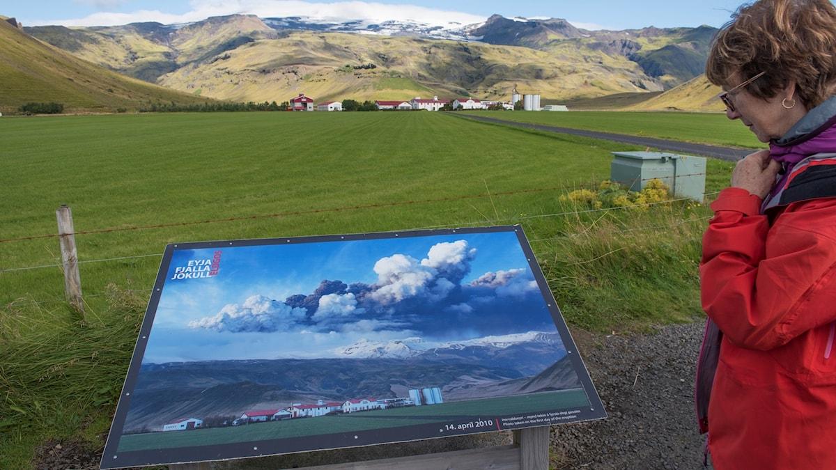 Tavla har en bild av hur det såg ut efter vulkanutbrottet