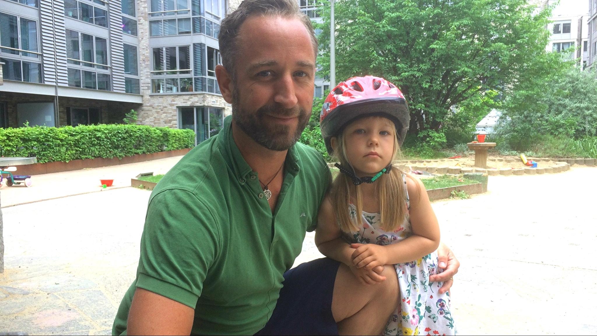Christoffer Lennartsson med dotter