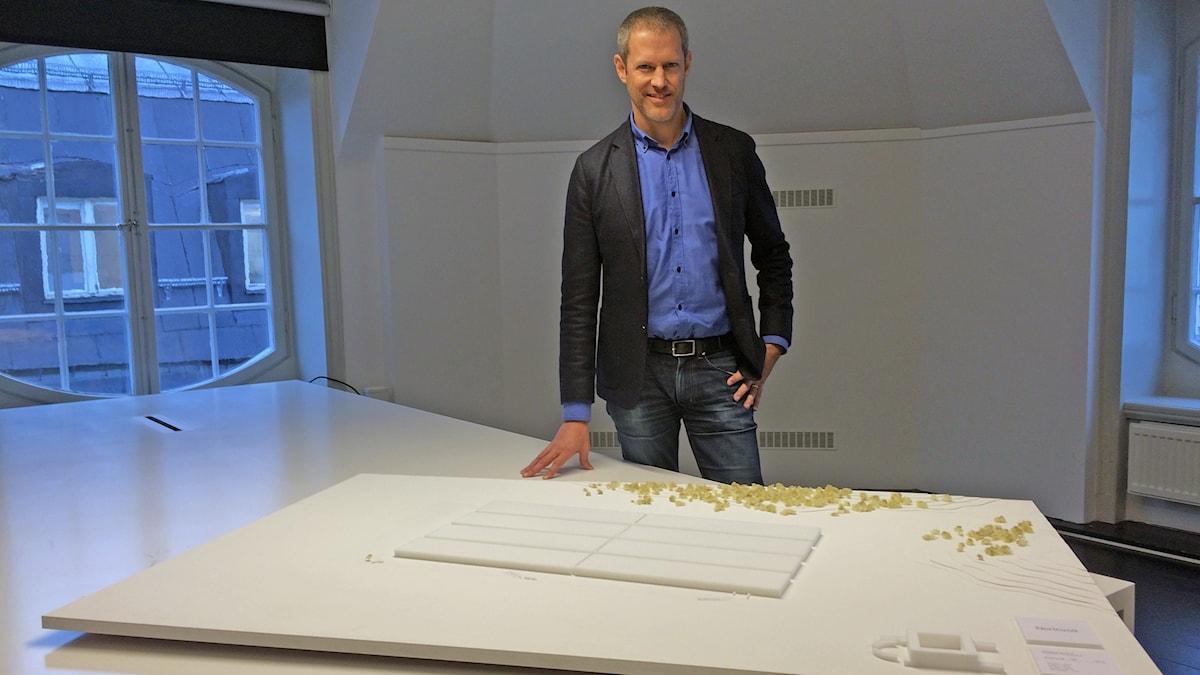 Modellen visar en rektangulär byggnad