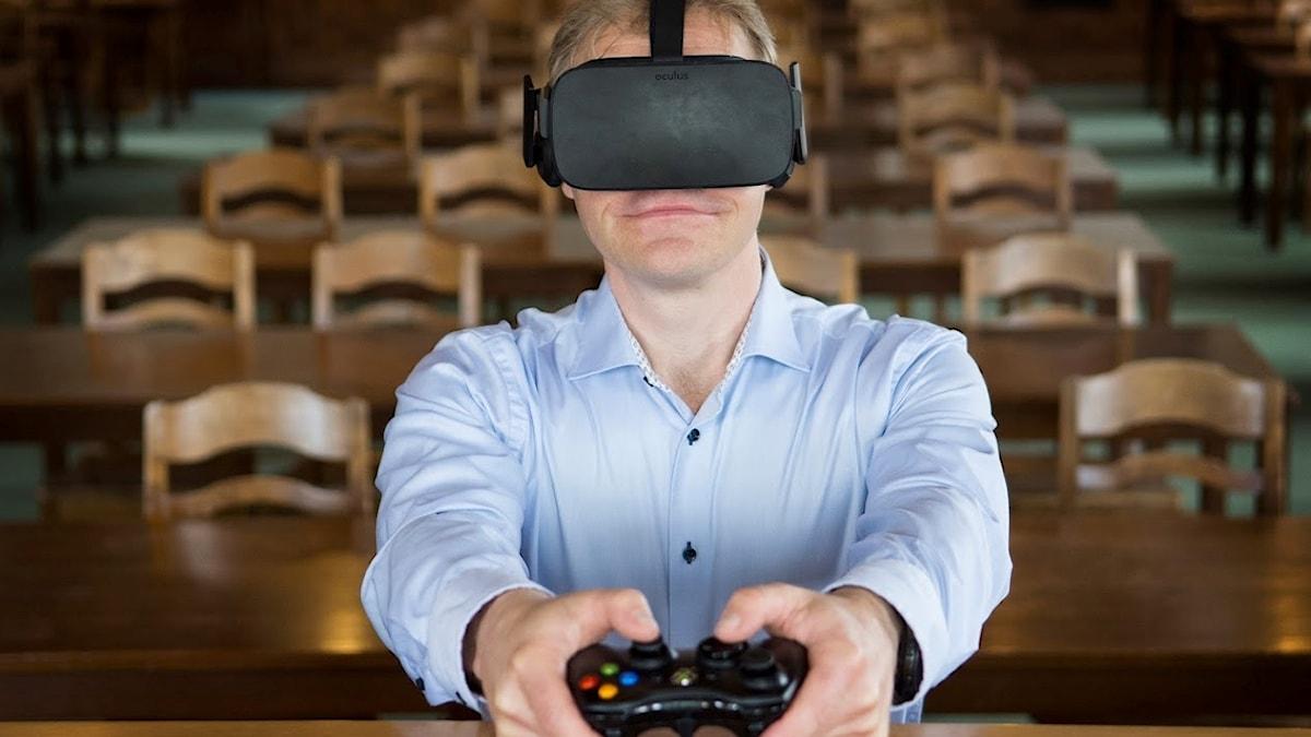carlbring i VR-glasögon
