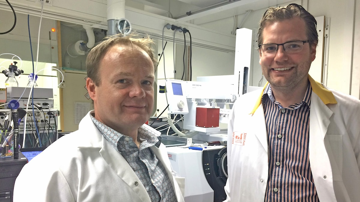 Alastair Ross och Rikard Landberg i ett labb