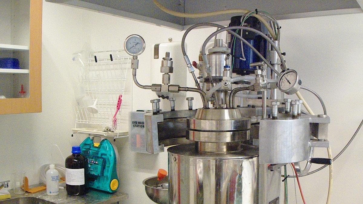 En stor apparat i ett labb