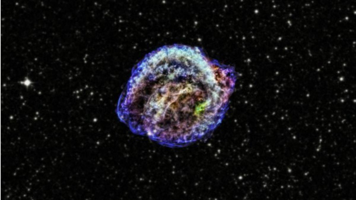 Rester från supernova. Foto:  X-ray: NASA/CXC/NCSU/M.Burkey et al; Infrared: NASA/JPL-Caltech