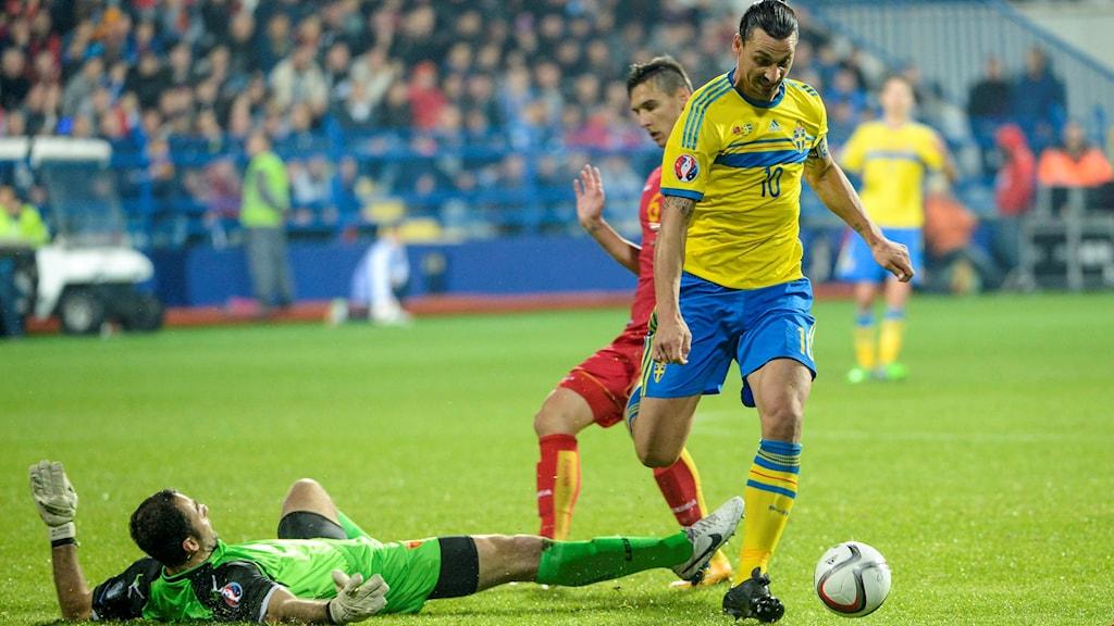 Zlatan rundar målvakt