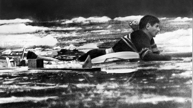 Bandyback i vattnet i match 1960.