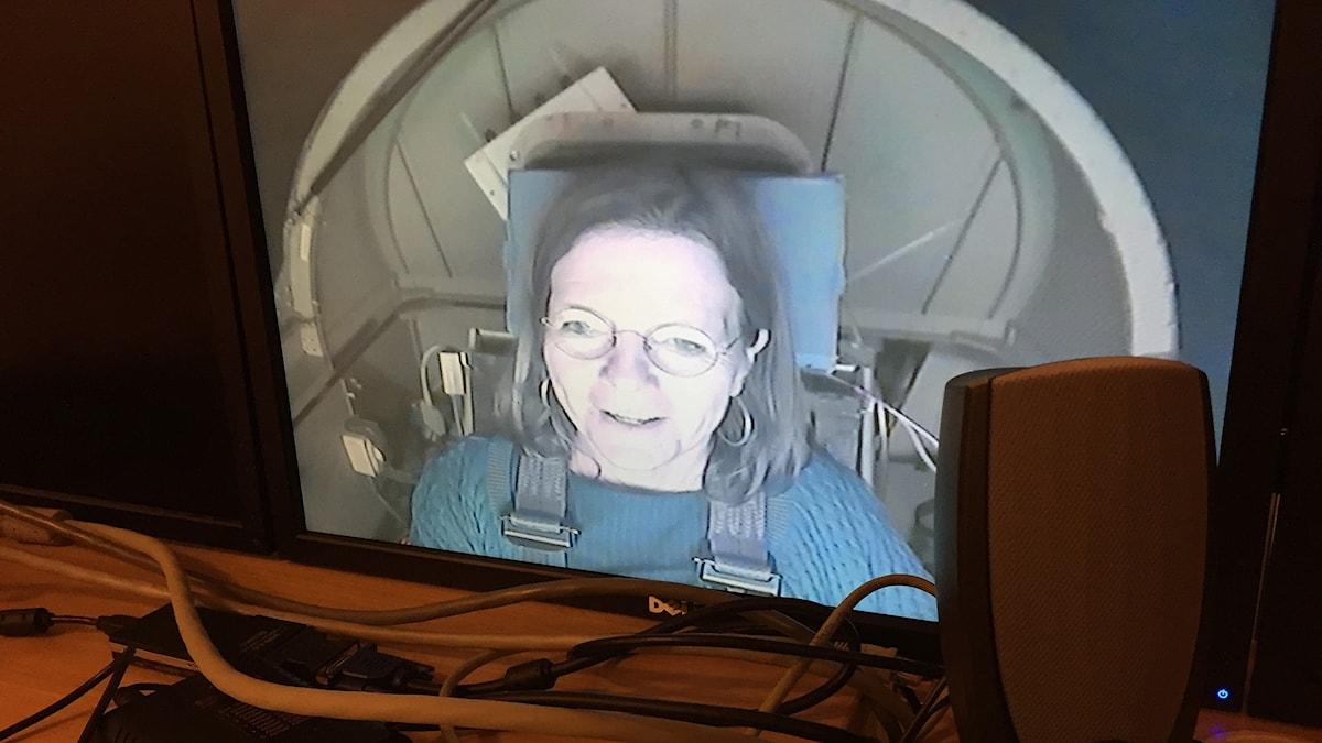 Lena Nordlund på skärm från  G-kraftcentrifug
