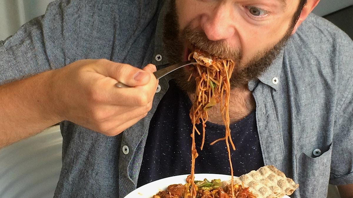 Niklas Zackrisson äter