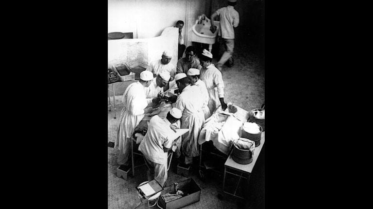 Bild från en operationssal 1904.