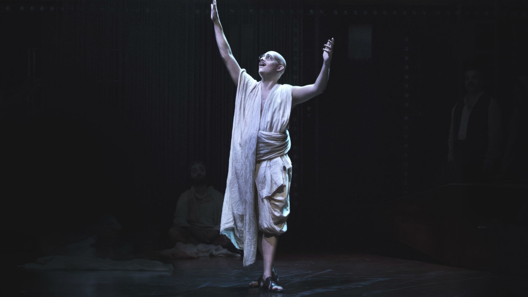 Gandhi i Folkoperans föreställning Satyagraha.