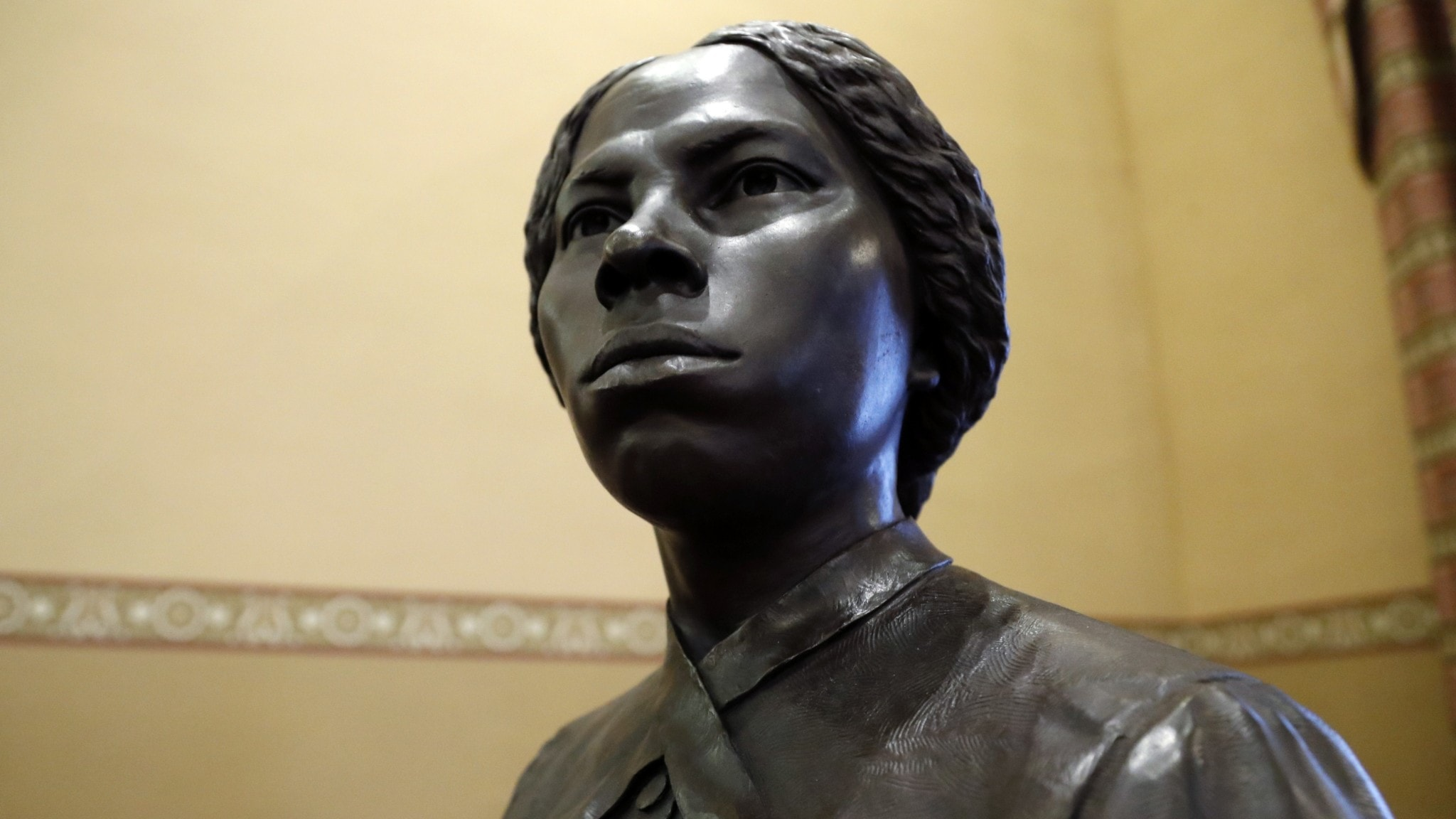 En staty av abolitionisten Harriet Tubman, som hjälpte många slavar att fly. Statyn restes 2020 i delstaten Marylands stadshus, USA.