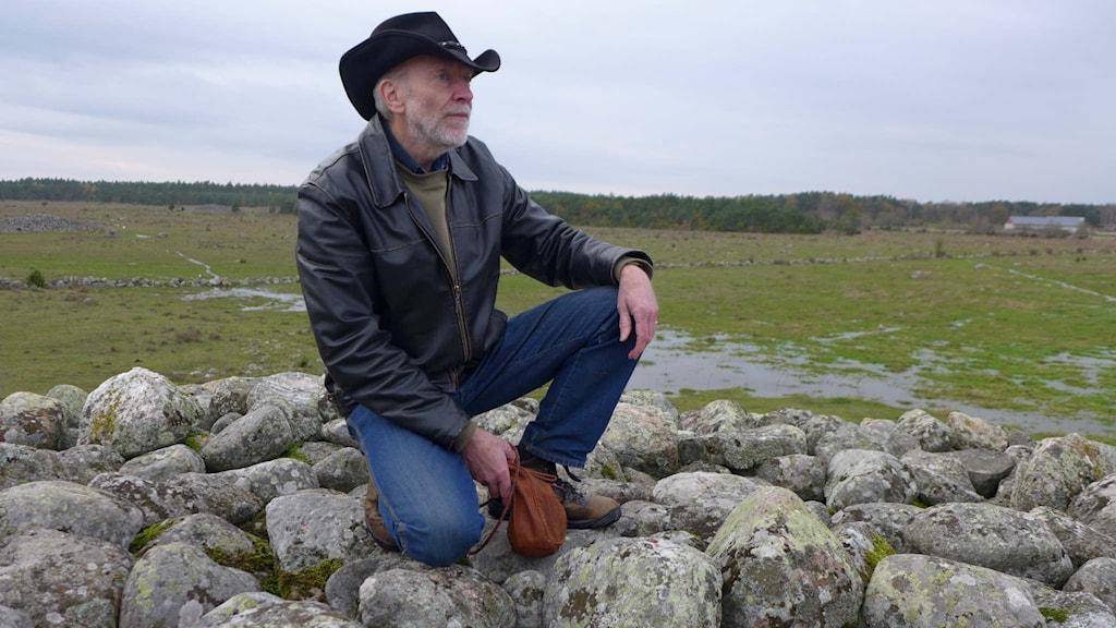 Jörgen I Eriksson vid Uggårda rojr på Gotland. Foto: Jonas Unger.