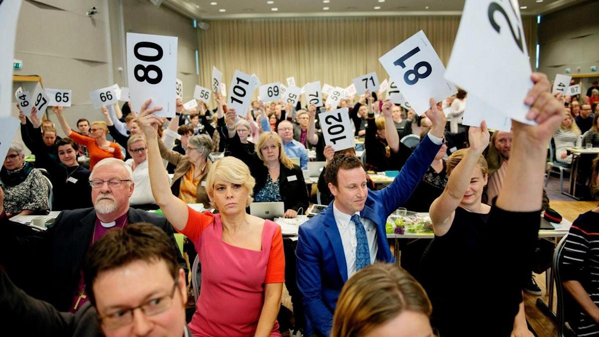 Norska kyrkomötet röstar ja till att viga homosexuella.