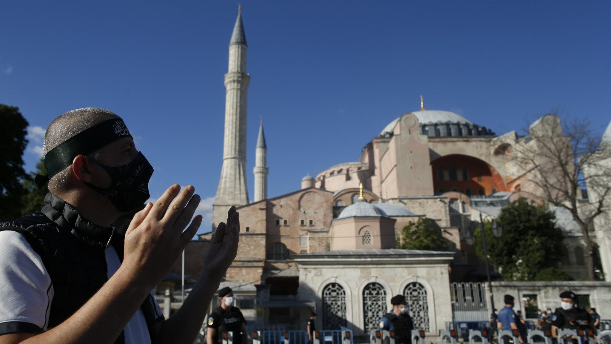 Vad hände när Hagia Sofia i Istanbul omvandlas från museum till moské?